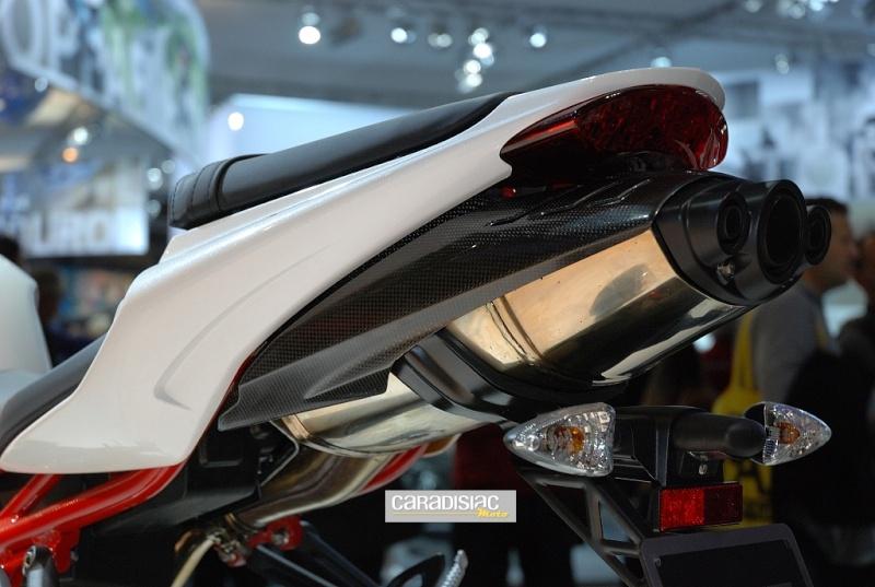 Suzuki 750 600 GSX-R 2011 2012 2013 - Page 10 Triump11