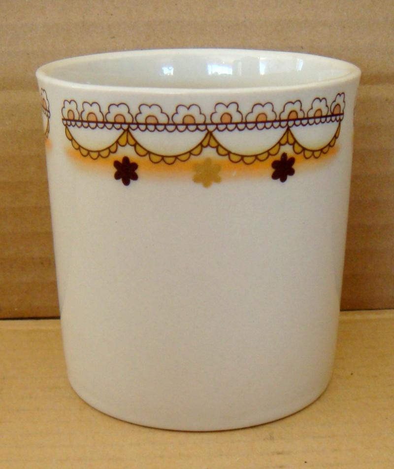 A Crown Lynn Bathroom Tumbler & Pen Pot Shape 3621 Dsc04522