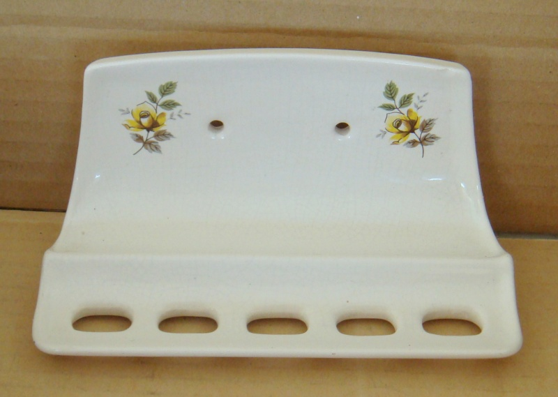 A Toothbrush holder with the number 1633 Dsc04524