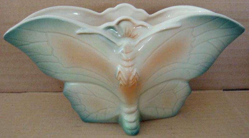 Titian B 103 Moth or butterfly vase Dsc04818
