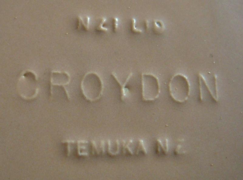 Temuka small mottle dish - NZI Croydon Dsc04927