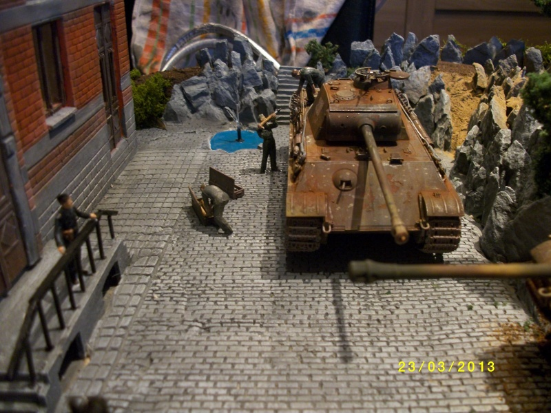 Chars Jagdpanther et Panther au repos au Chateau Pelzer [TAMIYA 1/48° ] (Diorama terminé) - Page 4 00127