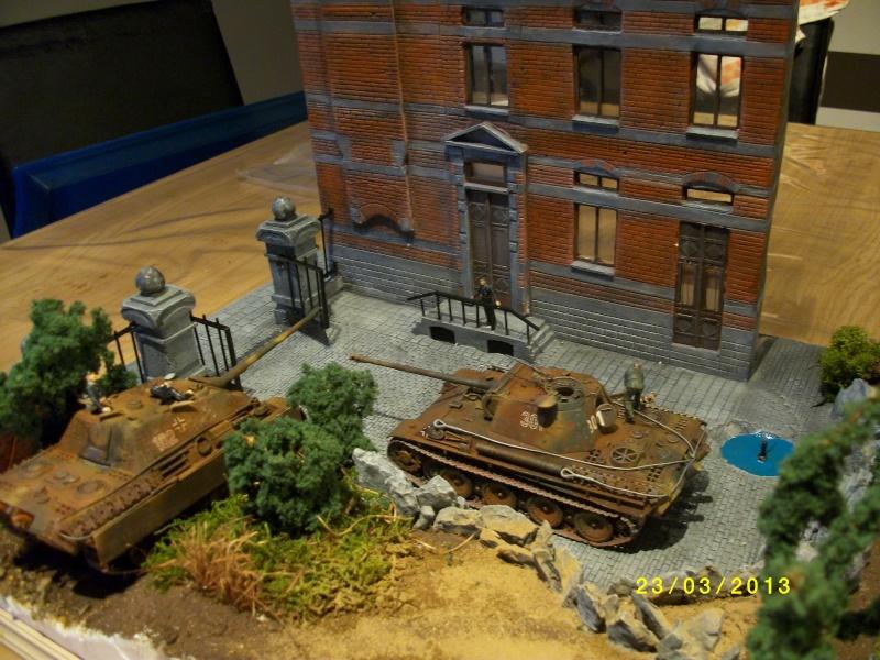 Chars Jagdpanther et Panther au repos au Chateau Pelzer [TAMIYA 1/48° ] (Diorama terminé) - Page 4 00518
