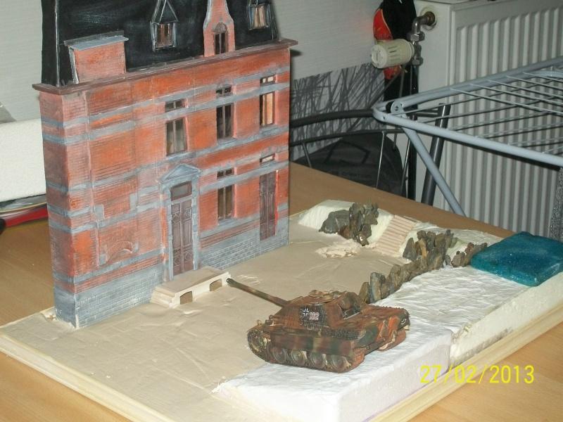 Chars Jagdpanther et Panther au repos au Chateau Pelzer [TAMIYA 1/48° ] (Diorama terminé) - Page 3 00615