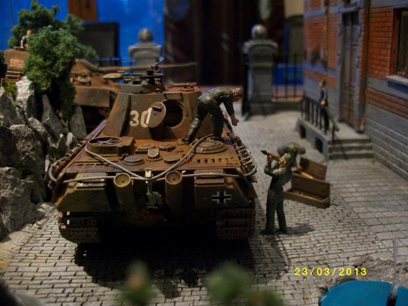 Chars Jagdpanther et Panther au repos au Chateau Pelzer [TAMIYA 1/48° ] (Diorama terminé) - Page 4 00620