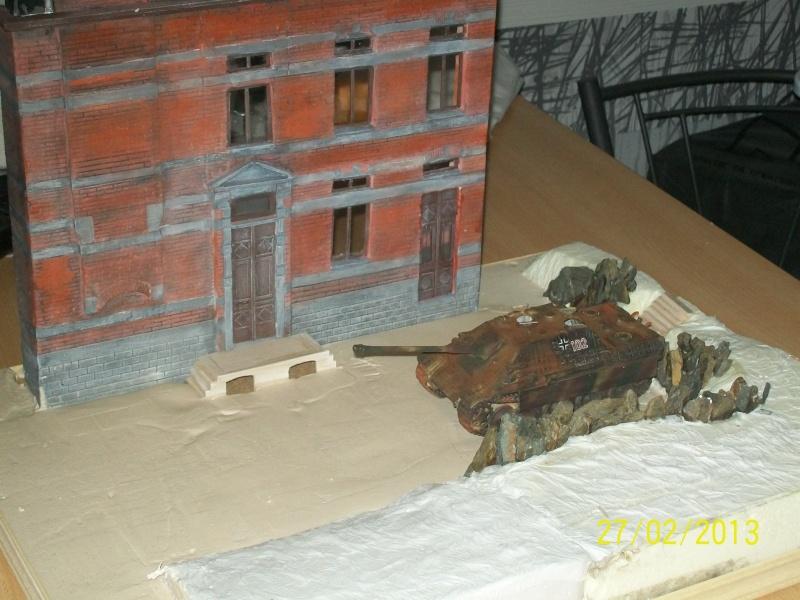 Chars Jagdpanther et Panther au repos au Chateau Pelzer [TAMIYA 1/48° ] (Diorama terminé) - Page 3 00715