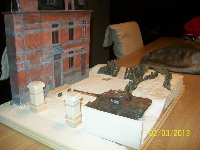 Chars Jagdpanther et Panther au repos au Chateau Pelzer [TAMIYA 1/48° ] (Diorama terminé) - Page 3 01710