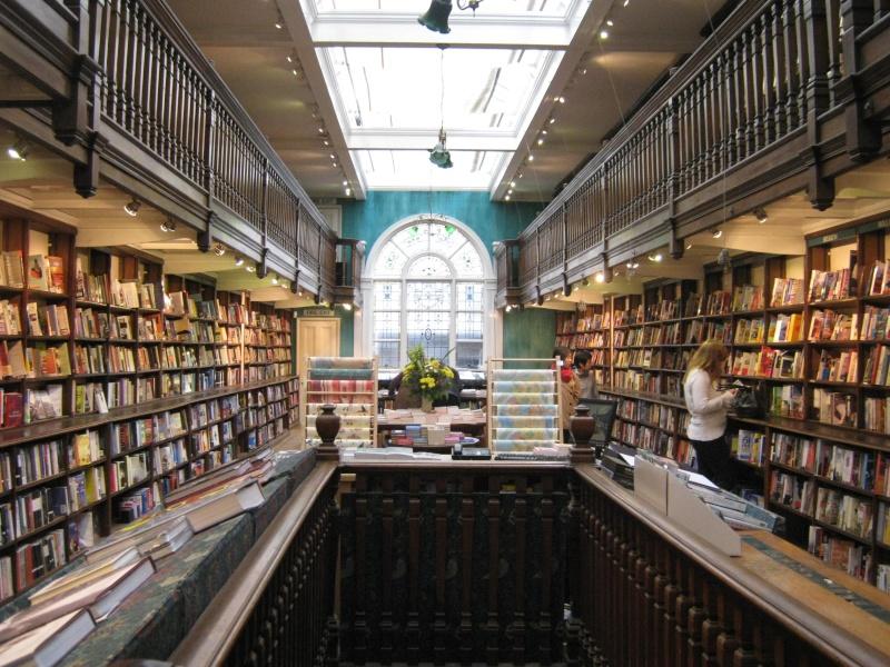Daunt Books — один из самых красивых книжных магазинов Лондона.  Img_9811