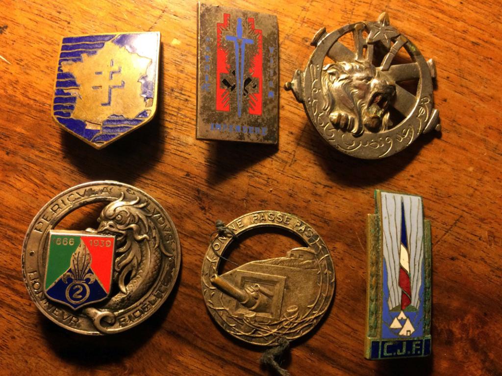 Lot d'insignes très sympa - PHILPENS - DEC 1 [A CLOTURER] 1216