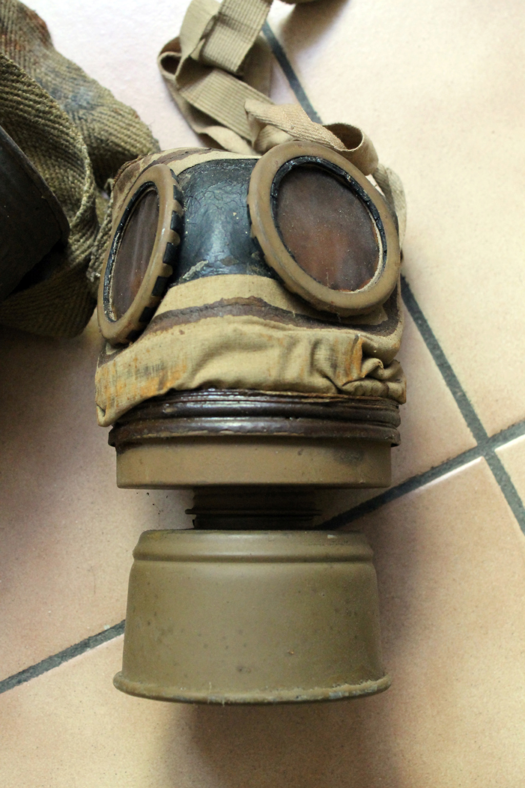Masque anti gaz ARS 17 -ALPINS-SEPT2 [A CLOTURER] Img_7951