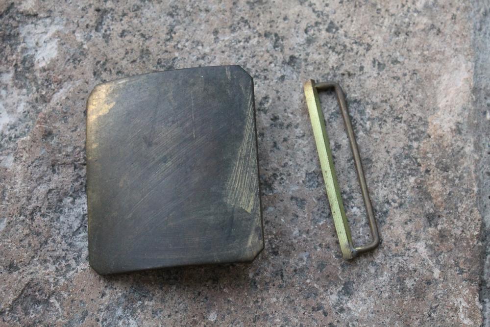 Plaque de ceinturon mle 1845 avec son passant Img_8039