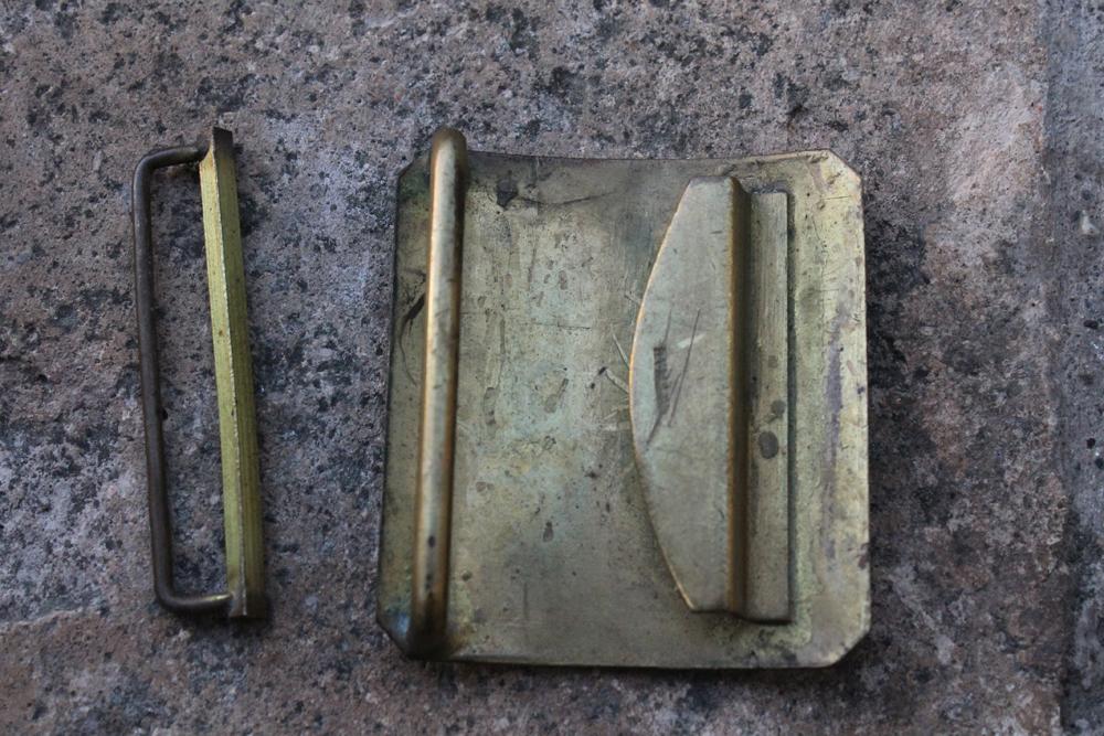 Plaque de ceinturon mle 1845 avec son passant Img_8040