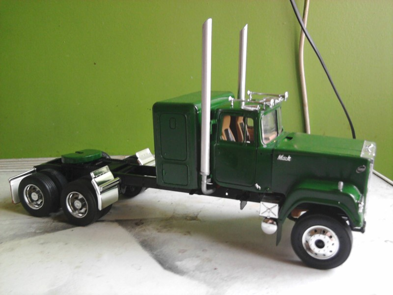 Revel Mack Super-Liner 1:24 Foto0210