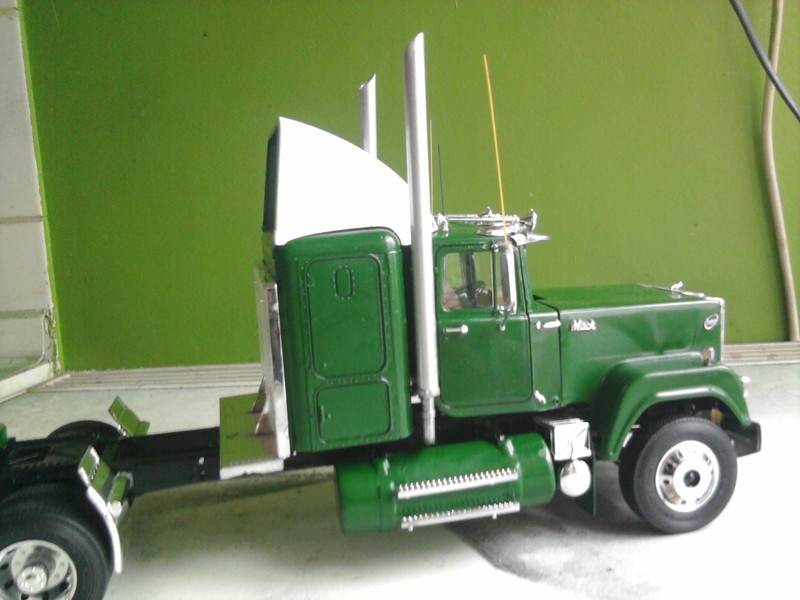 Revel Mack Super-Liner 1:24 Foto0213