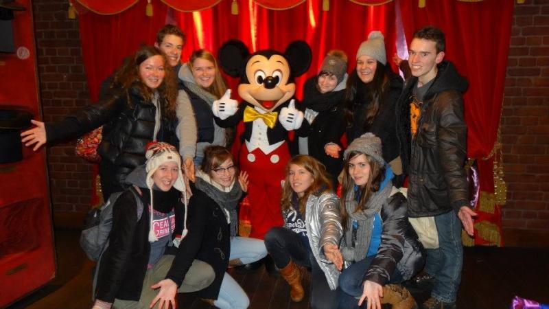 10 belges lâchés à Disneyland ! - Page 2 14940710