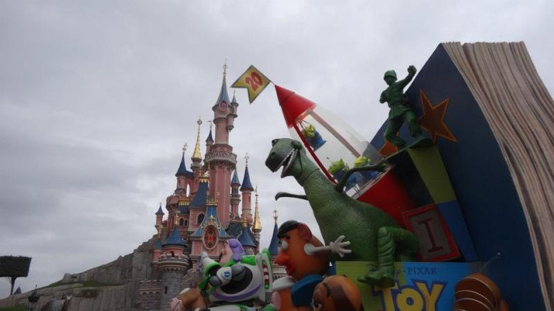 10 belges lâchés à Disneyland ! - Page 2 14998910