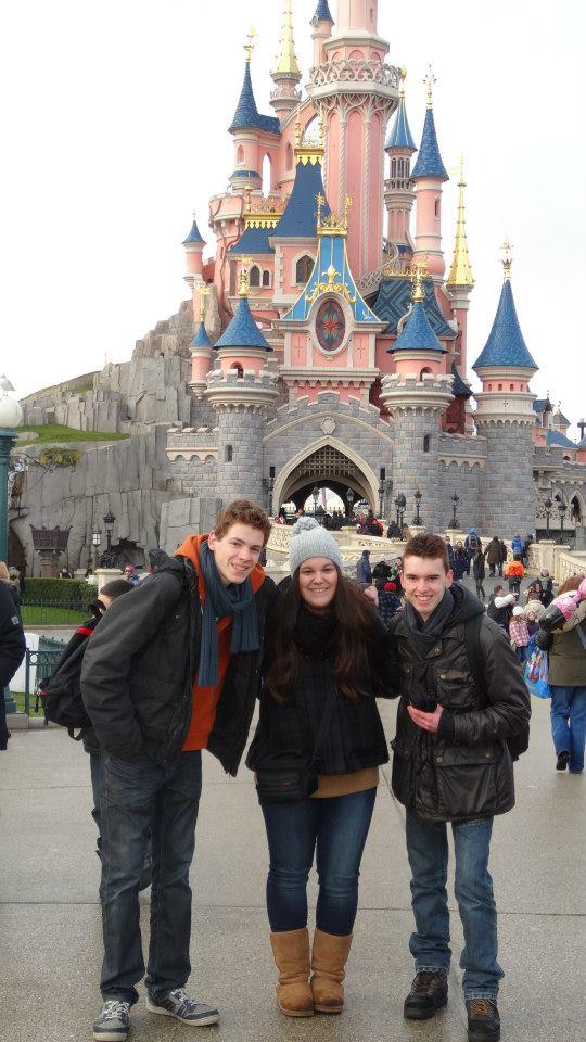 10 belges lâchés à Disneyland ! - Page 2 16329710