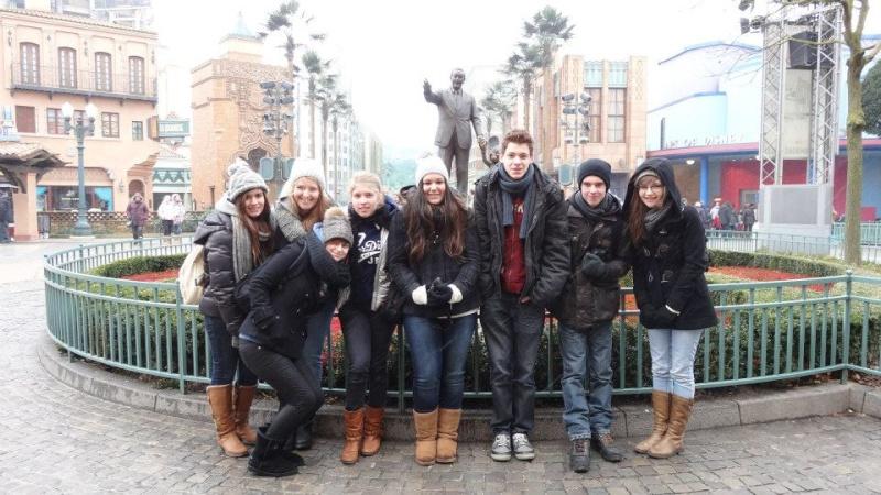 10 belges lâchés à Disneyland ! 28564910