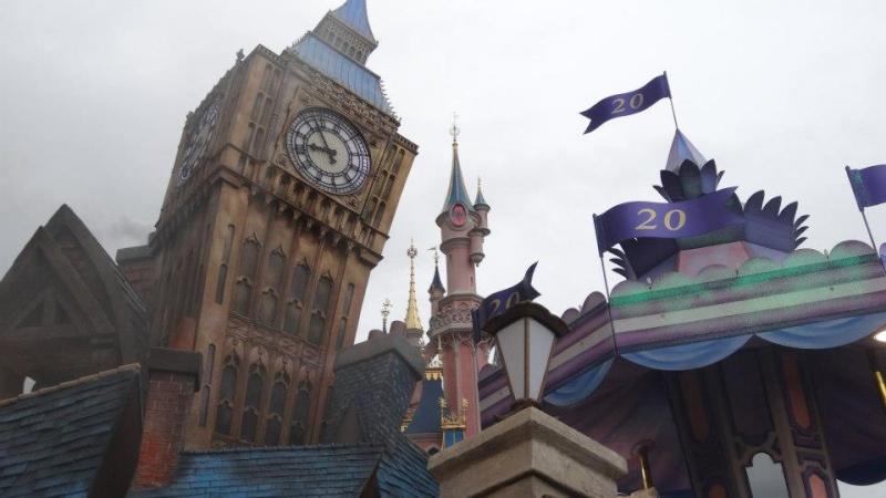 10 belges lâchés à Disneyland ! - Page 2 40440410