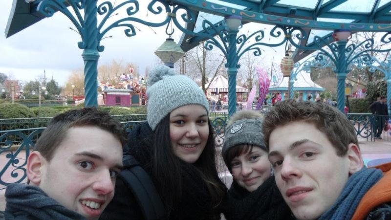 10 belges lâchés à Disneyland ! - Page 2 52949110