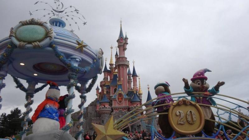 10 belges lâchés à Disneyland ! - Page 2 61764_10