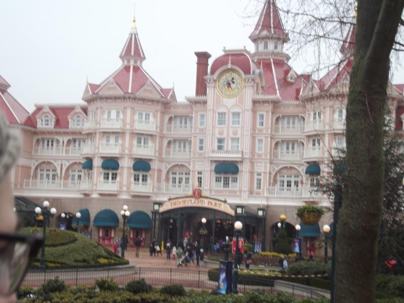 10 belges lâchés à Disneyland ! Dscf4111