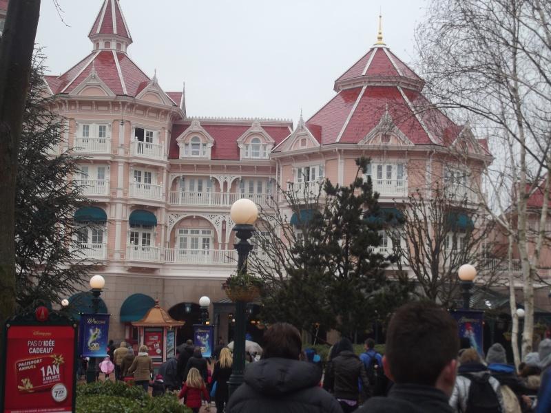 10 belges lâchés à Disneyland ! Dscf4112
