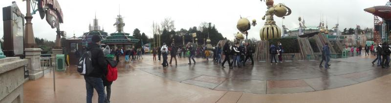 10 belges lâchés à Disneyland ! - Page 2 Dscf4128