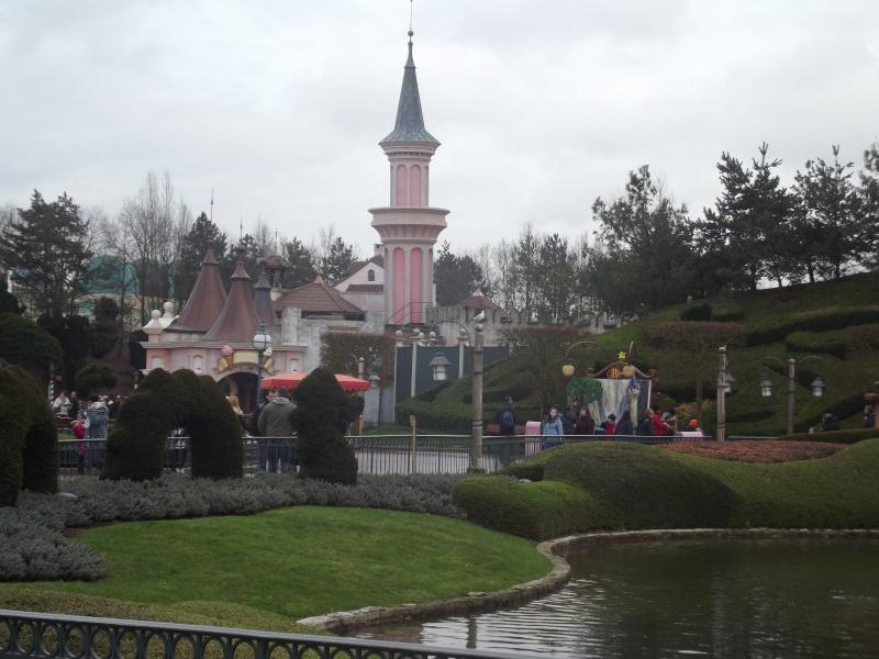 10 belges lâchés à Disneyland ! - Page 2 Dscf4214
