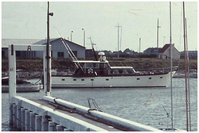 ex A981 AVILA  (yacht royal) - Page 2 55723010