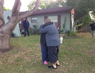 Tragado por la tierra: Demuelen la casa del hombre al que se lo tragó un gran socavón en Florida y suspenden la búsqueda Xmxha_10