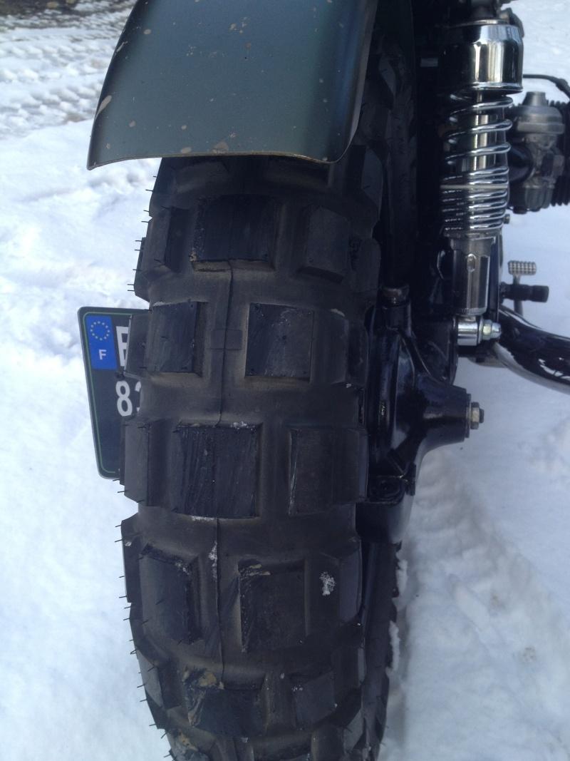 pneu de 150 sur une r100 (petit boulot de l hiver) Img_2011