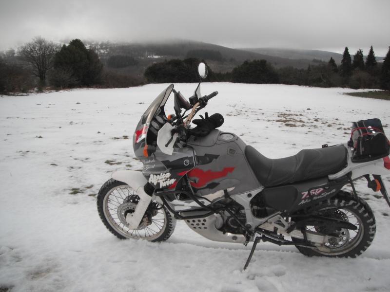 Terre - bitume, mais aussi neige et sable... Dscf2818
