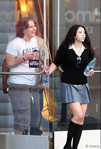 Prince vai ao cinema com nova namorada. Sem_ta15