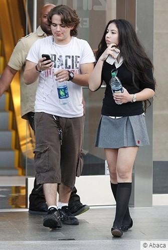 Prince vai ao cinema com nova namorada. Semtc310
