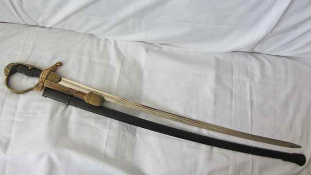 sabre d'officier d'artillerie avec poignée en demi-tête de lion WKC Img_9927