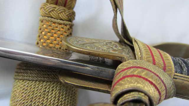 sabre d'officier d'artillerie avec poignée en demi-tête de lion WKC Img_9932