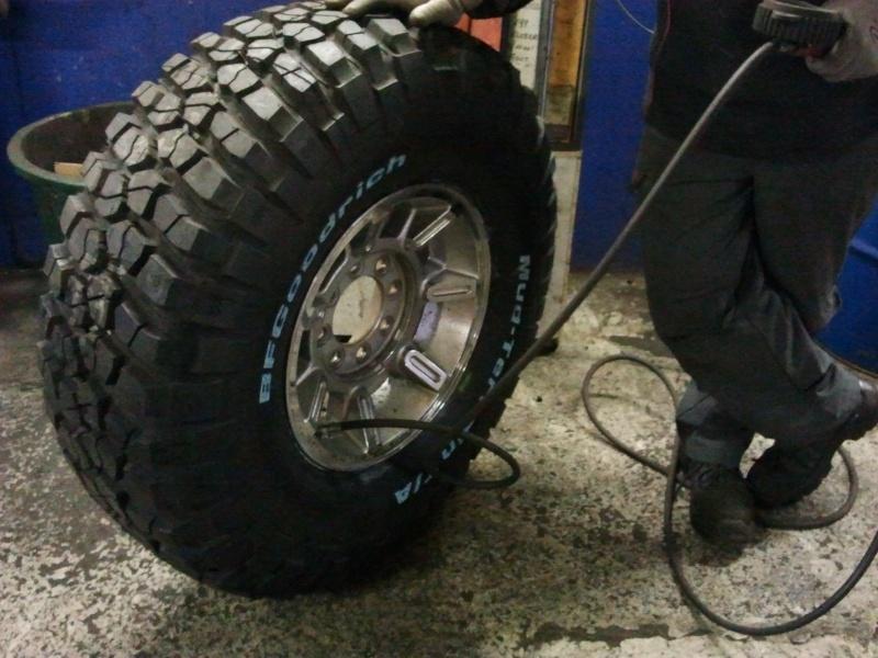 5 pneus BF goodrich Mud Terrain T/A km2 37/12.5R17 124Q  2012-110
