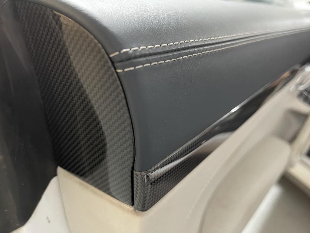 Tuto 991.2: Installation caches droit et gauche des contreportes pièce DBCarbon 03c65910