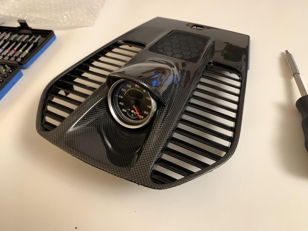 Tuto 991.2: Installation dessus tableau de bords, aerations et chrono pièce DBCarbon 0853ea10