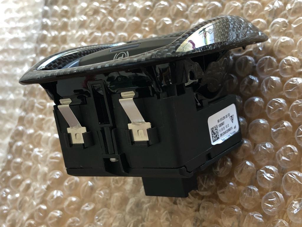 Tuto 991.2: installation bouton frein à main électrique piece DBCarbon 1991_110