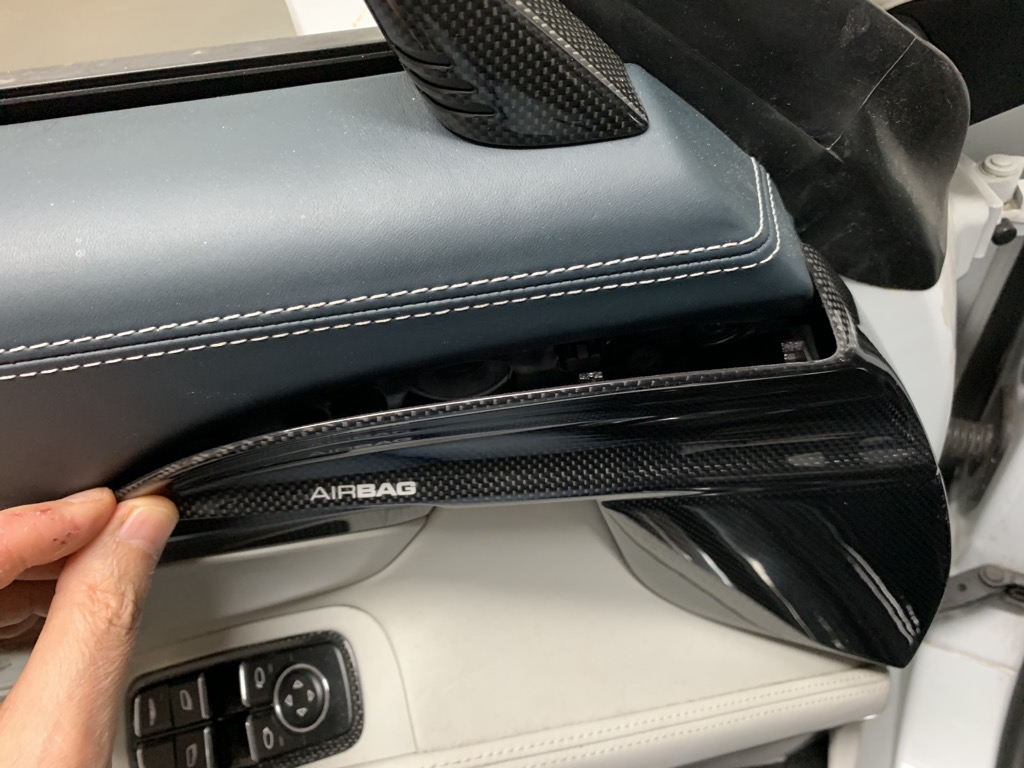 Tuto 991.2: Installation cache latérale airbag portière pièce DBCarbon 19fb3910