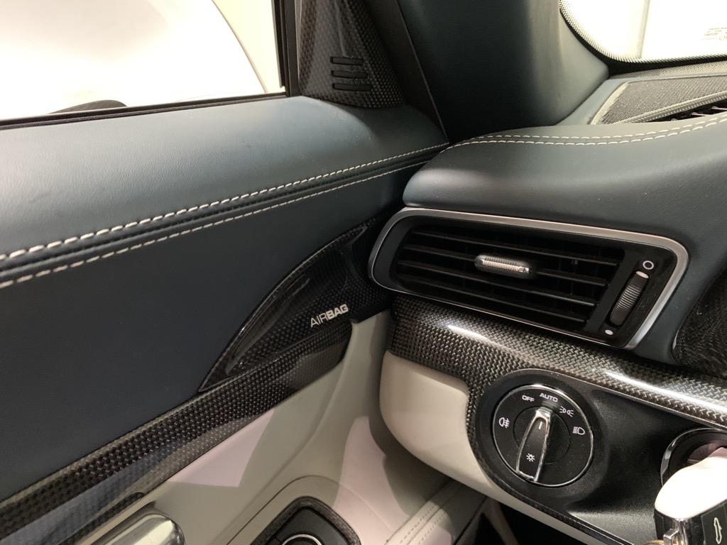 Tuto 991.2: Installation cache latérale airbag portière pièce DBCarbon 20214d10