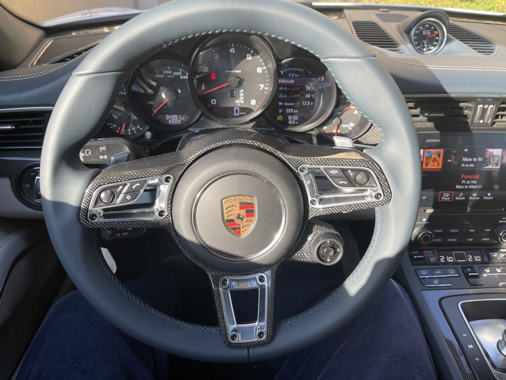 Mon volant bleu graphite/carbone est en place :-) 7c5b5a10