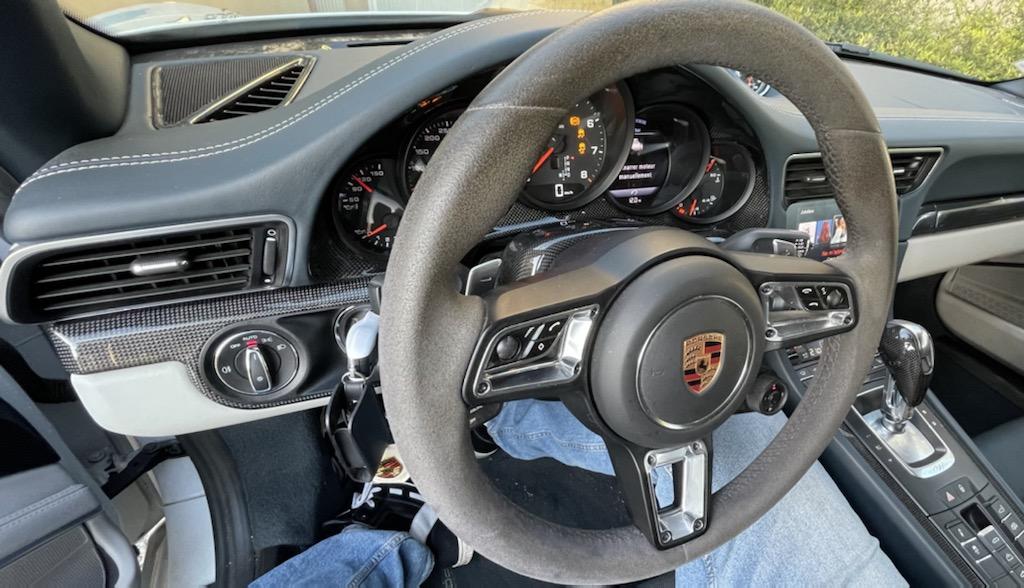 Mon volant bleu graphite/carbone est en place :-) A3d90710