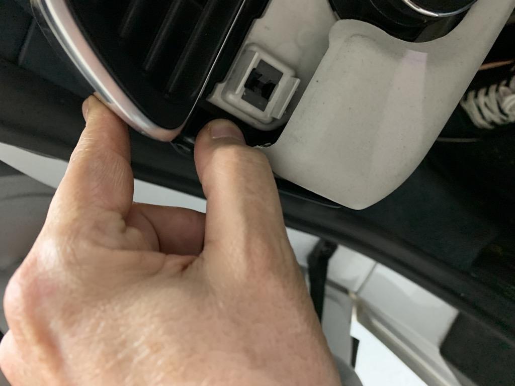 Tuto 991.2: Installation cache latéral de fin tableau de bord pièce DBCarbon Af16fe10