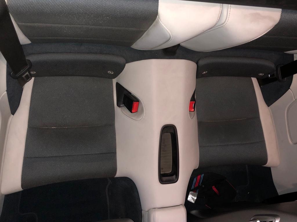 Tuto 991.2: installation d'un vide poche arrière avec pièce DBCarbon Bc911-25