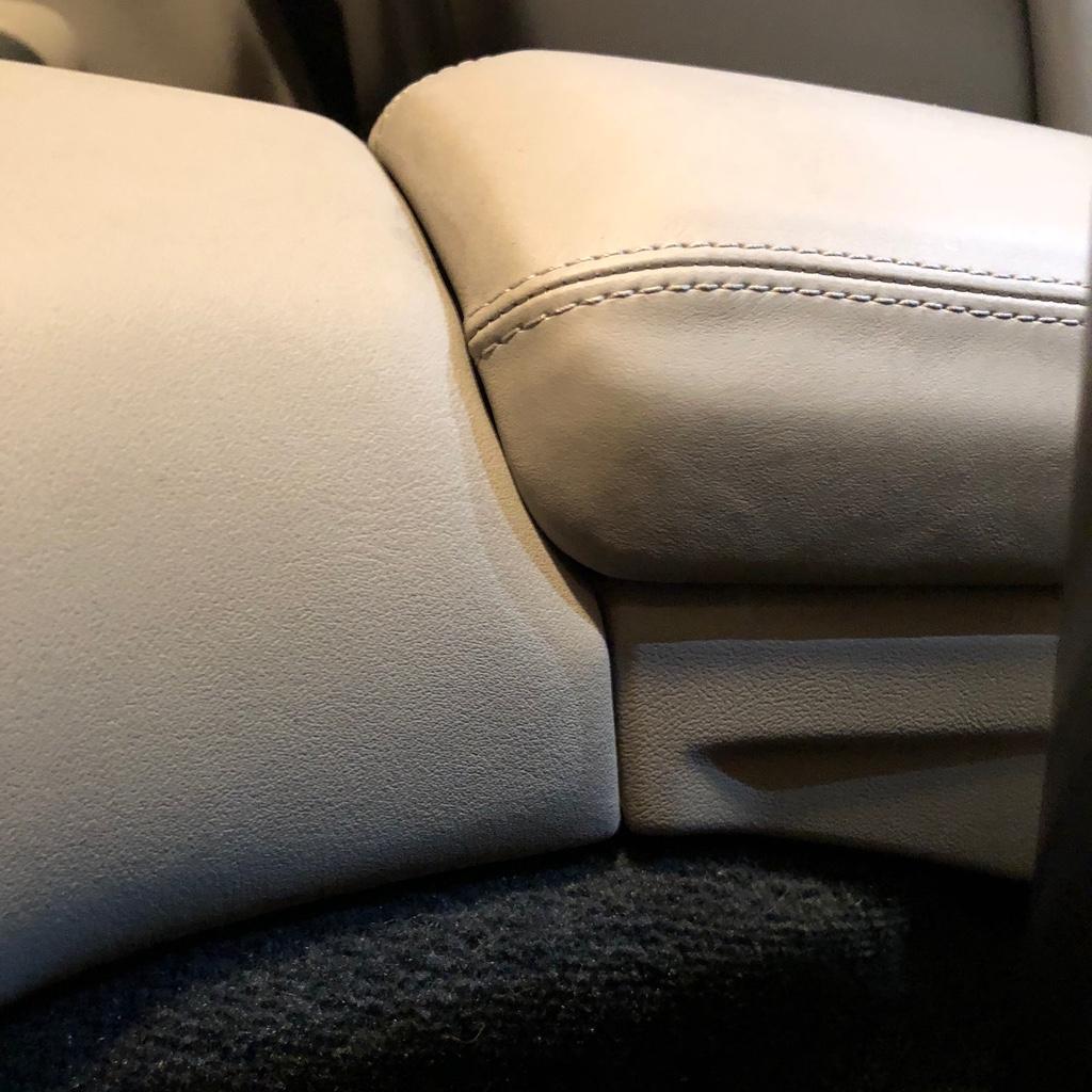 Tuto 991.2: installation d'un vide poche arrière avec pièce DBCarbon Bc911-32