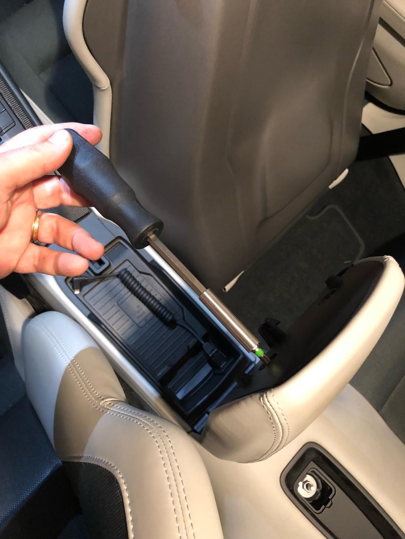 Tuto 991.2: installation d'un vide poche arrière avec pièce DBCarbon Bc911-34