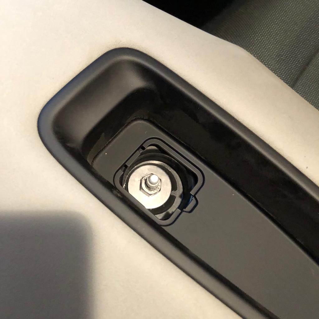 Tuto 991.2: installation d'un vide poche arrière avec pièce DBCarbon Bc911-40
